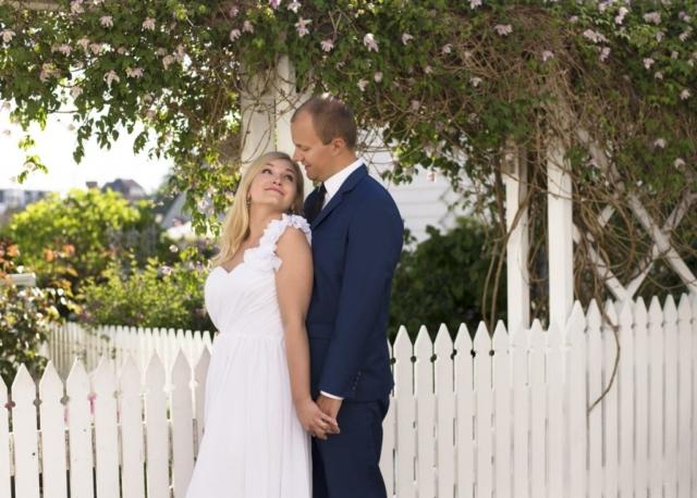 bryllupsstående ved det hvite gjerdet